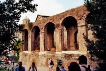 Bogengang an der Südseite der Basilika des Konstantin und Maxentius