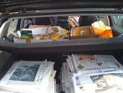 Golf vor der Tür: pickepacke vollgepackt mit Altpapier