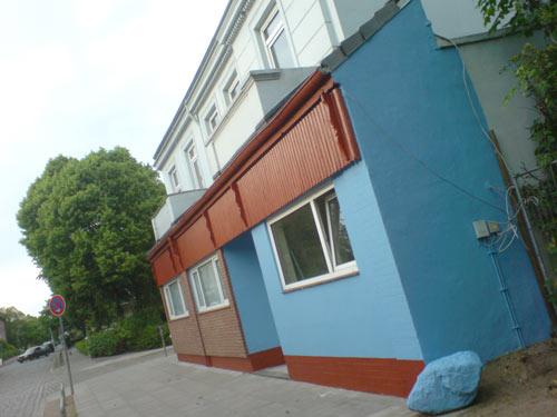 Balkangrill im Lengerckestieg mit blauer Fassade