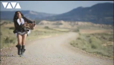Szene aus dem sehenswerten Video: Bebe – Me Fui