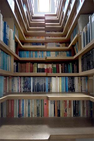 Treppenhaus als Bücherregal