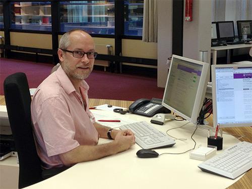 Markus an der Auskunft - aufgenommen von @bibliothekarin