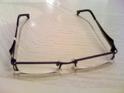 Dieses Exemplar hat es mir angetan: schwarz, schlicht, Gläser unten rahmenlos