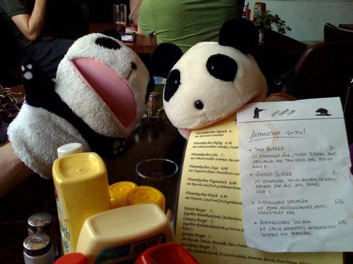 Pakkun und Panda-chan im Hatari
