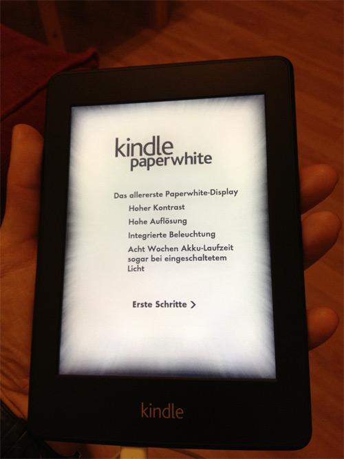 Der Amazon Paperwhite liegt in der Hand