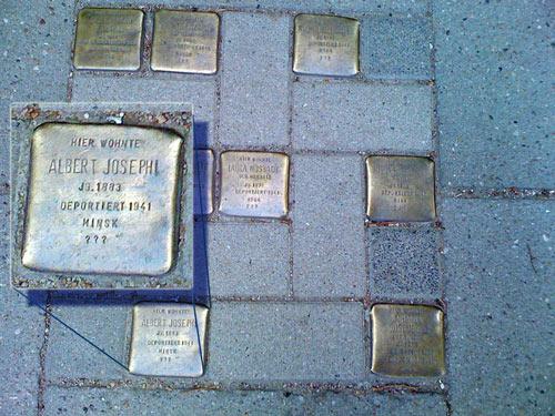 Stolpersteine  in der Grindelallee vor dem Altbau der Stabi Hamburg