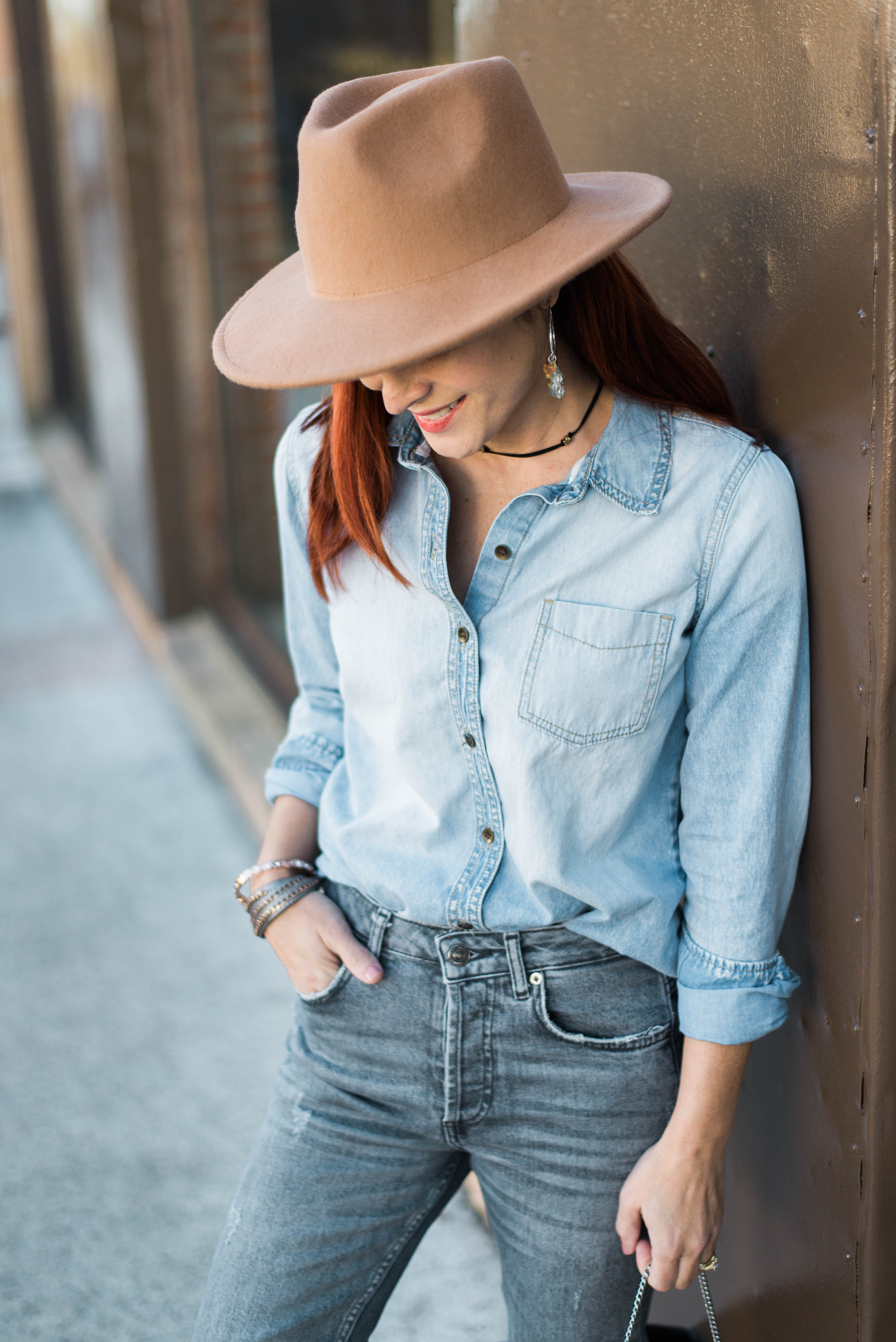 how to wear denim on denim, light wash denim, outfits with fedora hats