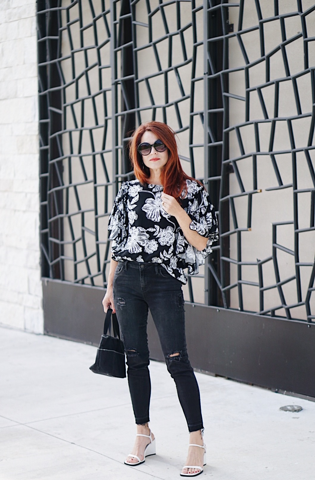 who what wear, target style, ruffle sleeves, floral blouse, black skinny jeans, zara jeans, canvas bag, white sandals, red hair
