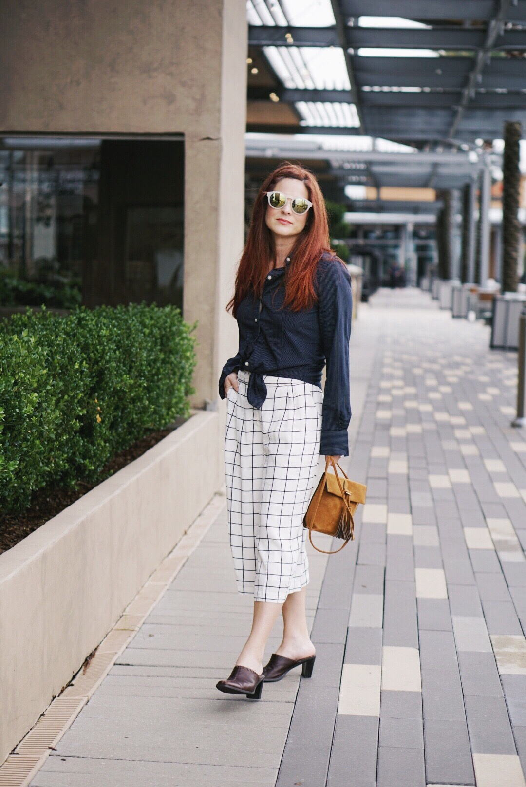 chic style, culotte outfits, grid culotte outfits, cognac bag, brown mules