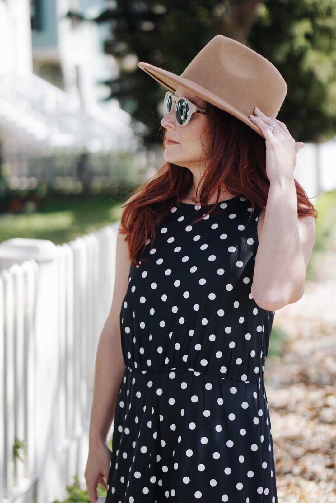 polka dot print, dresses with polka dots, retro sunglasses, brown suede hat outfits, summer style