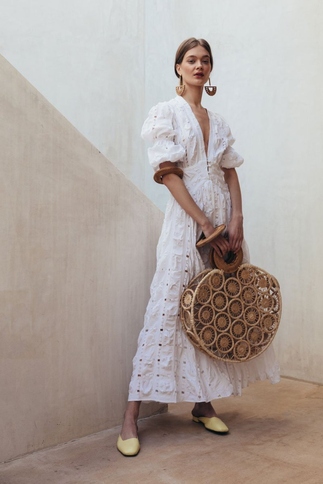 white dress inspiration, basket bags, wood accesories