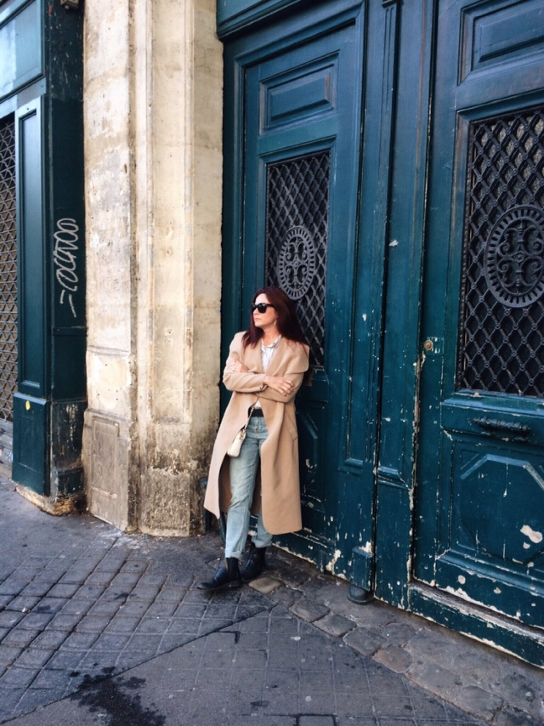 paris, teal doors, wrap duster, straight jeans, chelsea boots, striped shirt, casual style