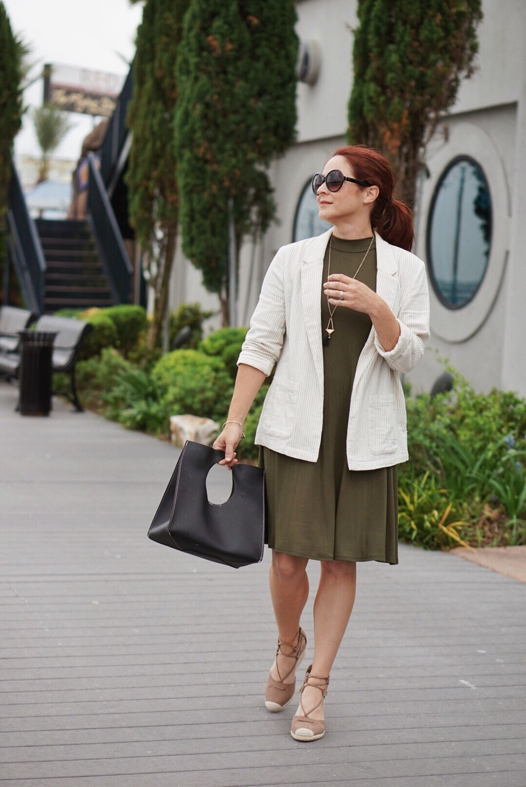outfit ideas for summer to fall, transitional pieces, cream blazers, swing dress, black bags, wedges,