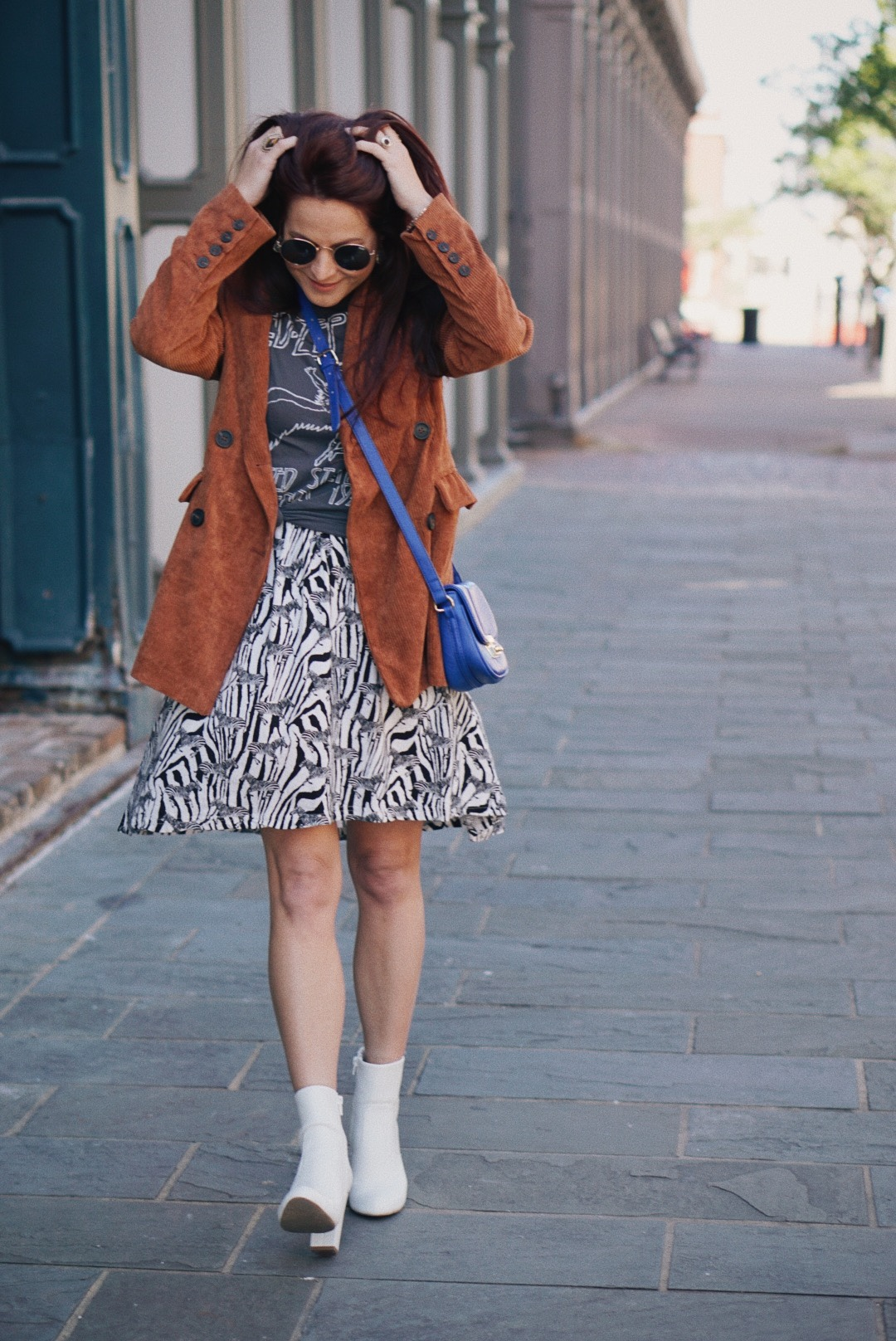 color mixing style, bold styling, ble bags, white booties, animal print outfits, corduroy blazer outfit ideas