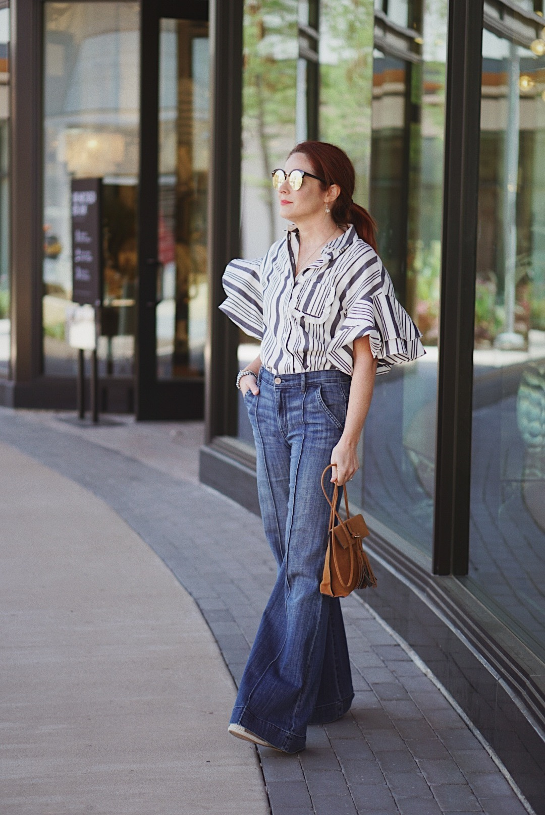 flare jean outfits, how to style wide leg jeans, stripe shirts, flutter sleeves, cognac crossbody