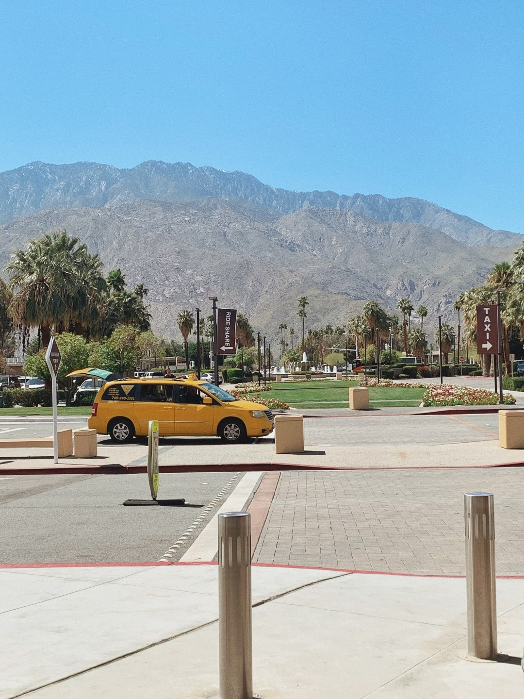 mountain views, places with mountains, Palm Springs, airports, travel blogs