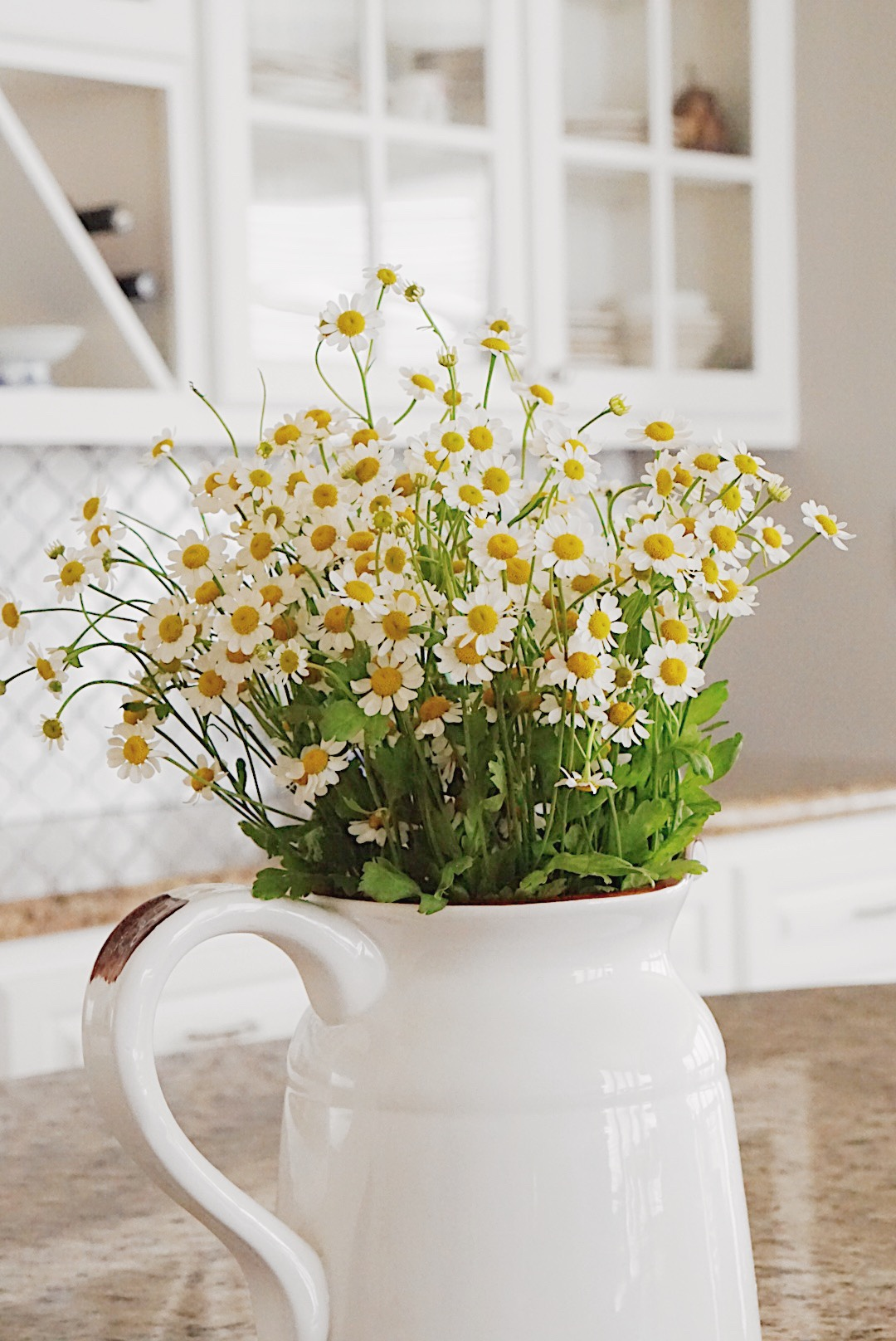 Easter floral decor ideas, Daisys, spring flowers