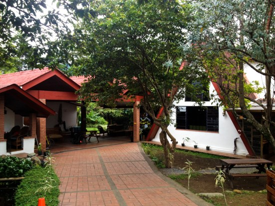 Exterior view of Hostel Refugio del Rio from the front gate.© Tey-Marie Astudillo 2014.