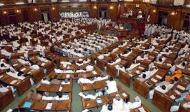 यूपी विधानसभा में हंगामा, भाजपा का सदन में धरना जारी
