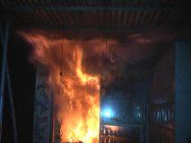 डिंडोरी : सात दुकानों में लगी आग, संदिग्ध से पूछताछ