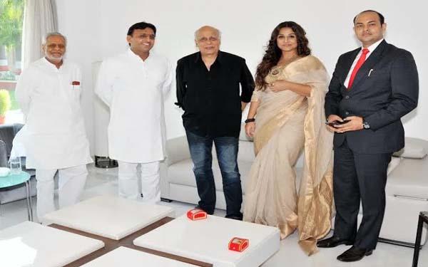 Vidya Balan Meets UP CM Akhilesh Yadav At  Hamari Adhuri Kahani