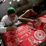 वृंदावन में आस्था का रंग, ठाकुरजी के शृंगार में जुटे मुस्लिम