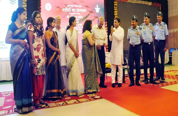 Akhilesh Yadav honor the martyrs of the Air Force