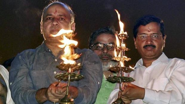 yamuna-aarti-in-delhi-cm-arvind-kejriwal