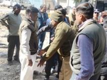 बिना हेलमेट पकड़े गए भाजपा नेता,पुलिस पर झाड़ा रौब