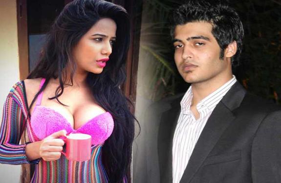 poonam-pandey-with-sakshi-khanna