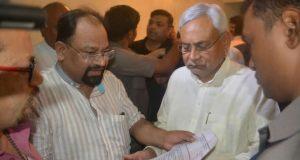 Journalist murder case Hemant met to CM Nitish Kumar
