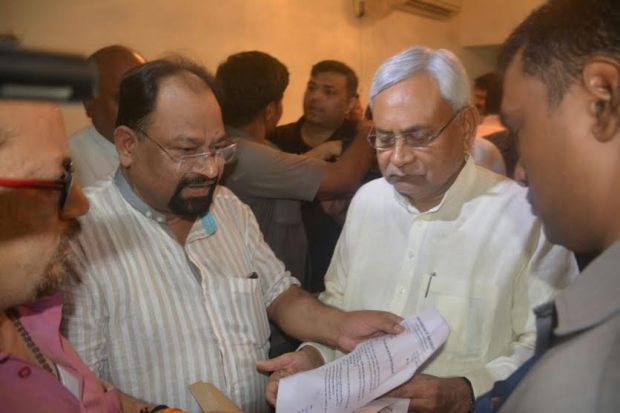 Journalist murder case Hemant met to CM Nitish Kumar