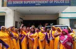 पुलिस की लापरवाही : सशक्त महिला सेना ने दिया धरना