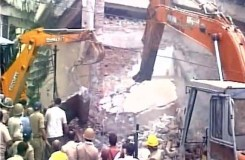 मेरठ: अवैध बिल्डिंग ढहाने के दौरान 5 मरे, बचाव कार्य जारी