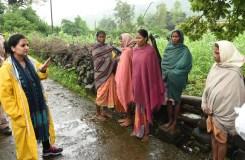 महिला कलेक्टर ने किया ग्रामीण क्षेत्रों का भ्रमण, दी सलाह