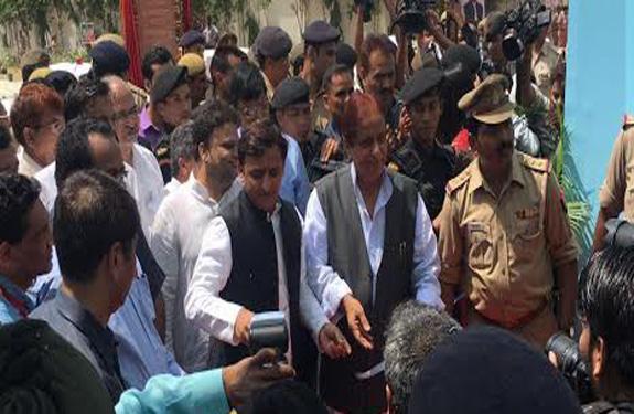 UP CM Akhilesh Yadav inaugurates Haj House in Ghaziabad