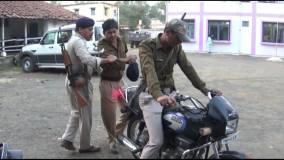 नशे में पुलिसकर्मी,कैसे होगी आम लोगों की सुरक्षा
