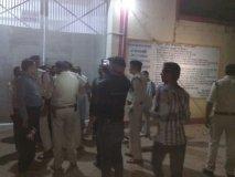 कैदियों और जेल अधिकारियों के बीच झड़प