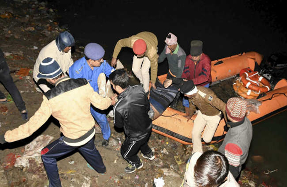 24 people dead as overloaded boat capsizes in Patna