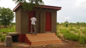 अनूठी मिसाल : दोस्त ने बनवाया शौचालय, तब जा कर हुई शादी