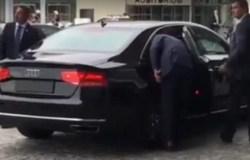 Viral Video : बिना कैमरेवालों के पीएम नरेंद्र मोदी ने कार से उतरने से किया इनकार!