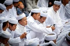 मुसलमानों को रोजा रखने पर सजा और जुर्माना