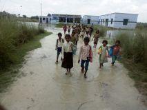 वीआईपी जिले अमेठी में विकास की जगह बही कीचड़ की नदियां