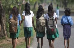 लड़कियों के जबरन कपड़े उतरवाने पर स्कूल स्टाफ मेंबर बर्खास्त