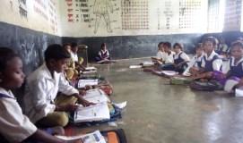 शिक्षा के नाम पर बच्चों के भविष्य से खिलवाड़