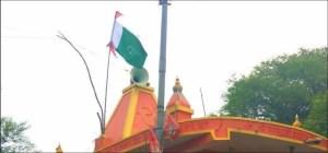 मंदिर की छत पर लहराया पाकिस्तान का झंडा, इलाके में तनाव