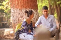 Video : लड़की ने लोगों से पूछा, क्या आपका खड़ा होता है
