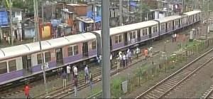 एक और रेल हादसा, मुंबई में लोकल ट्रेन के चार डब्बे पटरी से उतरे
