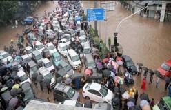 बारिश से थमी मुंबई की रफ्तार, सड़कों पर भरा पानी