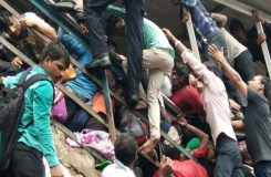 मुंबई ब्रिज हादसा: लाशों पर से गहने उतार ले गए लोग! जांच शुरू